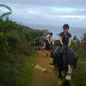 Randonnée à cheval en Bretagne, dans le sud Goëlo